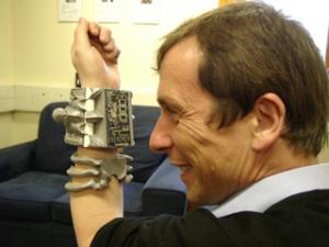 Kevin Warwick: Manusia Cyborg Pertama